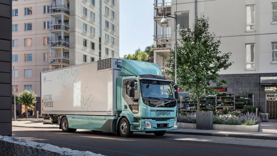 Volvo entrega sus primeros camiones eléctricos